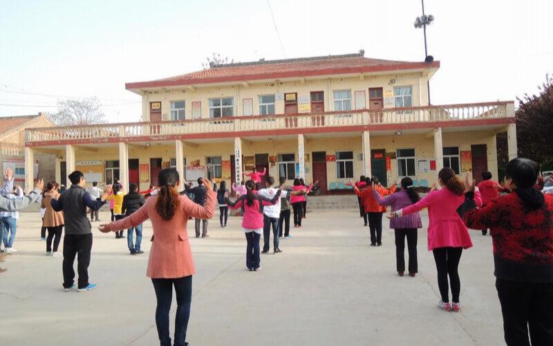 dancing-in-group
